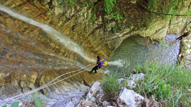 Video souvenir sports en eaux vives canyoning